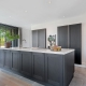 Knusse keuken donker hout wit marmer Beda Keukens