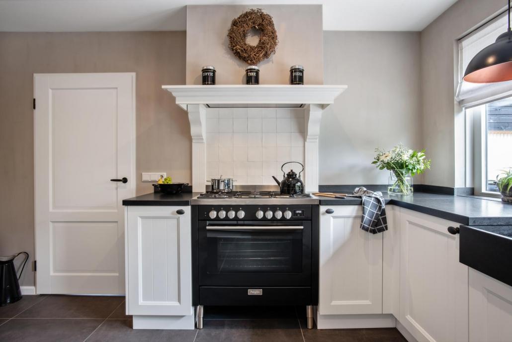 Knusse keuken wit landelijk Beda Keukens