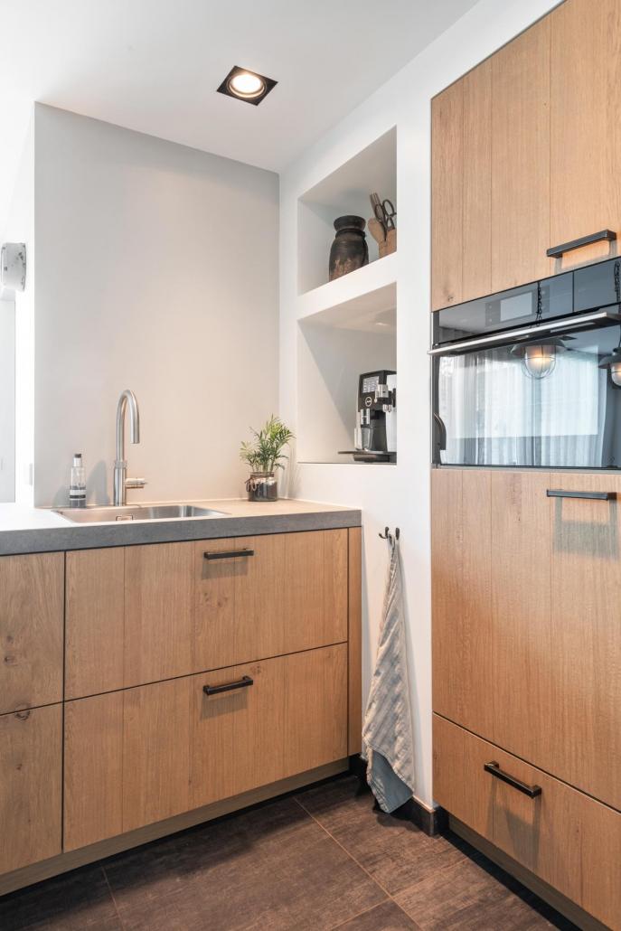 Stoere keuken hout betonlook Beda Keukens