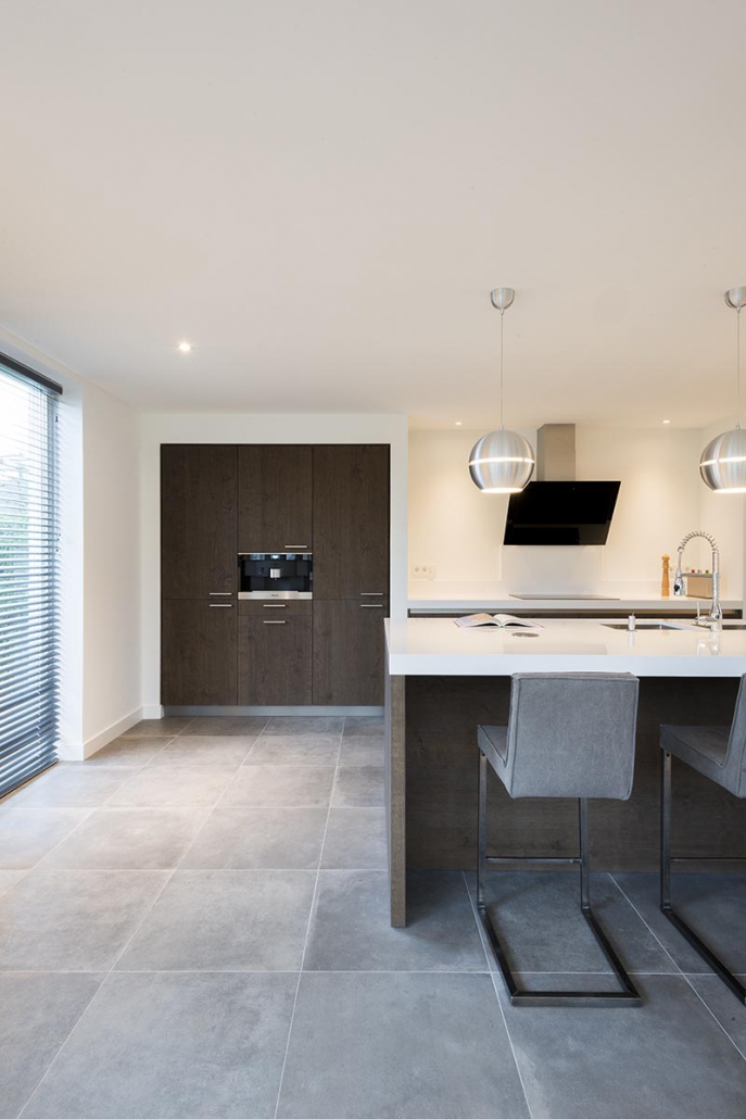 Strakke keuken wit bruin Beda Keukens