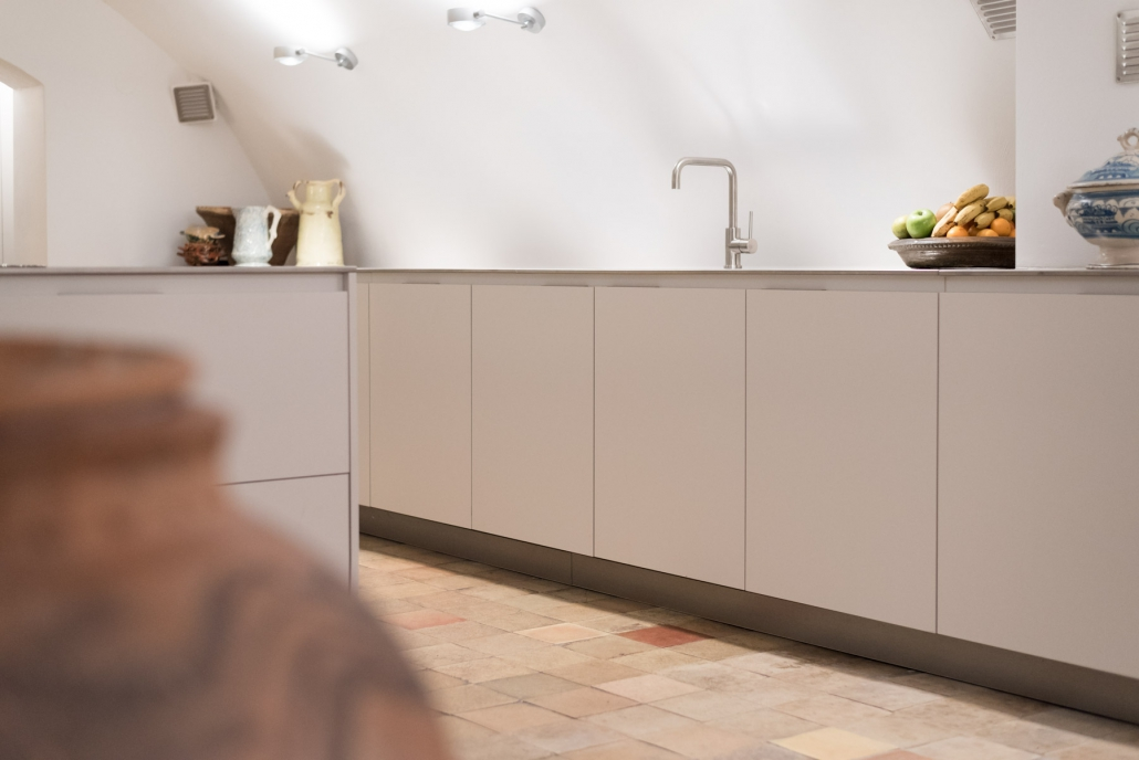 Strakke keuken wit rvs Beda Keukens