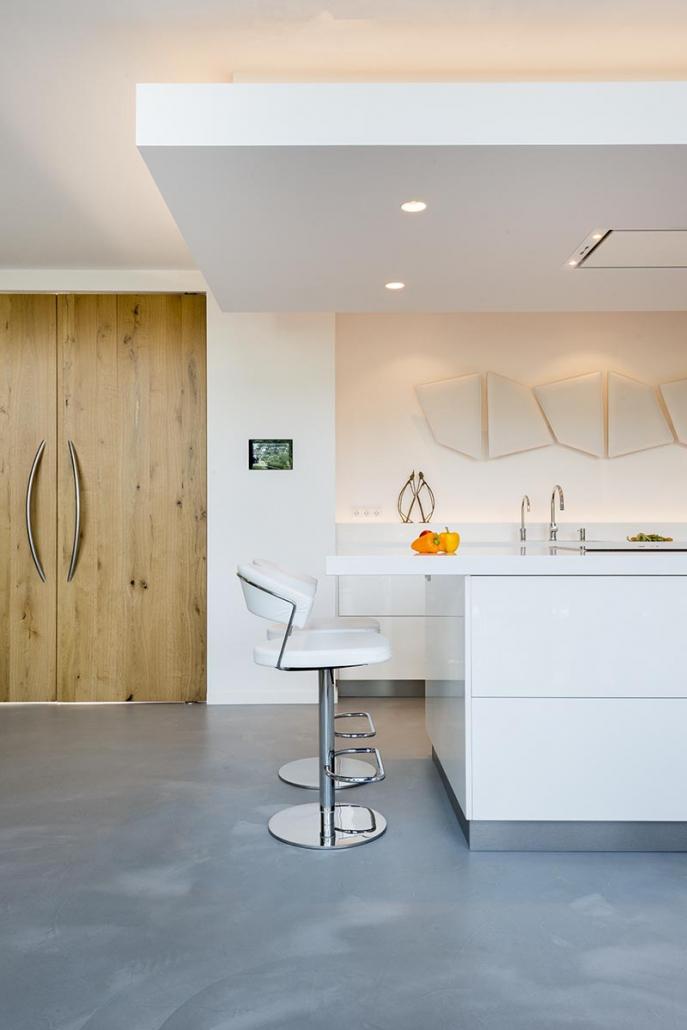 Strakke witte keuken Beda Keukens